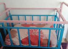 سرير بيبي تفصيل  بحاله جيده مع فرشته
