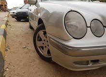 مرسيدس بنز E280 موديل 2001