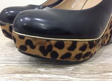 ثلاث احذية نسائية كعب للبيع