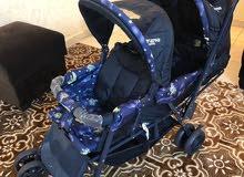 عربة أطفال مزدوج تصلح لتوأم أو طفلين مستعملة مرة واحدة بحالة الوكالة للبيع