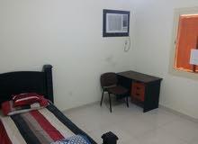 غرفتين للايجار عزاب في شقة  4 غرف حى المروة