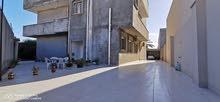 فيلا سكنية تجاريه ممتازة على الطريق واجهتين في عين زاره والمساحة كبيره