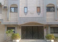 عمارة للبيع 3 ادوار وملحق بجدة حي البوادي 2