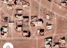 قطعة ارض سكنية درجه اولي 300م تاني ناصية  حي الجامعه 24 غرب