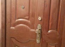باب رئيسي , اتجاه الفتح يسار وكذلك يمين. نوع  حديد الصنع صيني