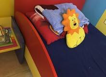 سرير أطفال نظيف جداً