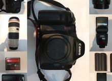 camera canon eos 5d مع جميع معداتها