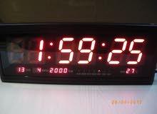 ساعات حائط  LED وفيها ميزان حرارة