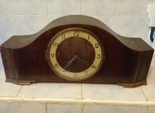 ساعة ميكانيكية تحفة  قديمة توقفت عن العمل