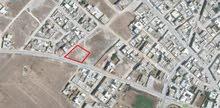 للبيع ارض على شارعين صالحة للبناء في منزل تميم