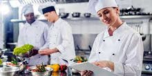 مطلوب في مجالات المطاعم و الفنادق للعمل في كندا