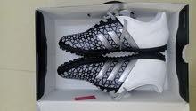 حذاء رياضي مقاس  44 adidas