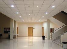 سقف معلق شبه جديد بالانارة لد LED