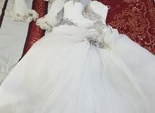 فستان ابيض عروس استعمال مرة واحدة للبيع مع كافة اغراضو