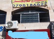 محل للايجار شارع رئيسي حيوي في القوبسمة