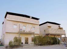 ثلاث بيوت في ارض بمساحة 1600 متر بتصميم حديث