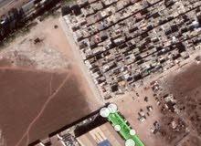 ارض 3133 متر مربع محاطة بصور 3متر