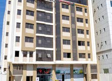 مكتب  مساحة مفتوحة مطل على شارع السلطان قابوس بواجهات زجاج مقابل افنيوس مول