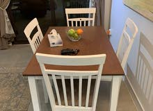طاولة أكل واربعه كراسي