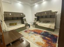 اثاث منزلي للبيع غرف نوم أطفال و طاولة تلفاز و مراية 2 كوميدينو