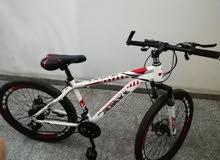 الدراجة جديد واستعمال بسيط ابيعها فقط لظروف السفر السعر  غير قابل للنقاش