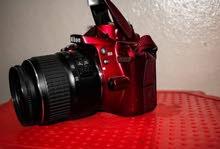 كاميرا نيكون 3300 لون مميز،  شتر 6 آلاف فقط
