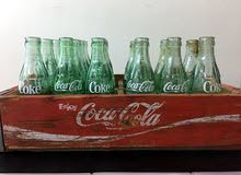 صندوق مرطبات كوكاكولا من الخشب يحوي على 22 قنينة