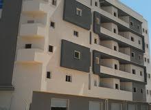 شقة عالرئيسئ للبيع مساحتها 120متر نص تشطيب مرخمة وملعقة وباب رئيسئ ومصعد كهربائي
