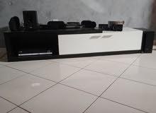 طاولة تلفاز عصرية بحالة جديدة
