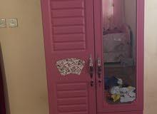 غرفة نوم للكبار وللاطفال للبيع مع الستائر