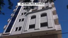 للبيع شقة سكنية 2 /عمارة حديثة 120 متر .