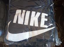 بيع قمصان بسعر الجملة