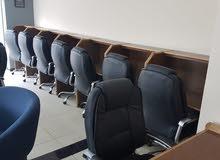 21 Desk دراسه مع إضاءة داخليه وابريز 21 كرسي مدير جلد