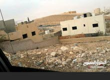 قطعة أ رض بماركا قرب سكن كريم   واسكان ماركا مربعة الشكل منطقة متطورة ومزدهرة