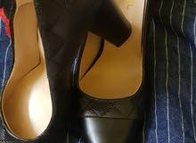 حذاء كعب ماركة جوتي متوفر البريمي