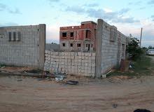 قطعة ارض بها منزل للبيع
