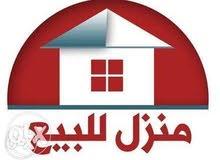 بيت ركن طابقين مع محلات