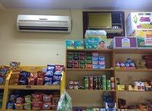 محل مواد غذائية للبيع بكامل اغراضه