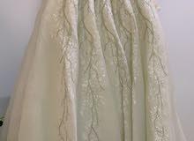 فستان عرس ايفوري  ملبوس مرة واحدة يعتبر جديد مع طرحة وكعب