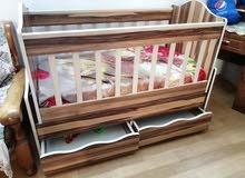 سرير طفل هزاز مع مجرات نظيف جدا