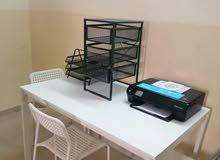 طاولة من ايكيا مع 3 كراسي للبيع