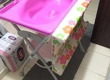 عربة لغسيل الأطفال و للاستحمام و التغيير