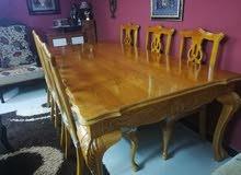 طاولة سفرة فخمة زان وبلوط كامل بحالة الوكالة 8 مقاعد