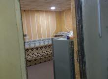 مخزن مع مشتمل للأجار في شارع السايلو قرب مستشفي الشفاء قرب مخازن علي شارع عام ما