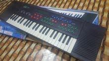 بيانو نظيف كلش حجم متوسط بصوت واضح وعالي مع لاقطة صغيرة