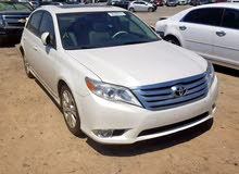 White Toyota Avalon 2012 for sale