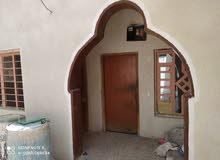 بيت للبيع في منطقة الأصمعي الجديد /الشارع الخدمي مقابل العاليه ثاني باب في فرع