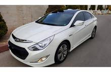 Automatic White Hyundai 2013 for rent