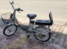 دراجات كهربائية وتستخدم كدراجة. هوائية