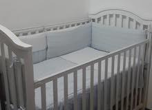 سرير أطفال  من سنتر بوينت بحالة ممتازة +خزانة أطفال من إكيا تلفون 99854969